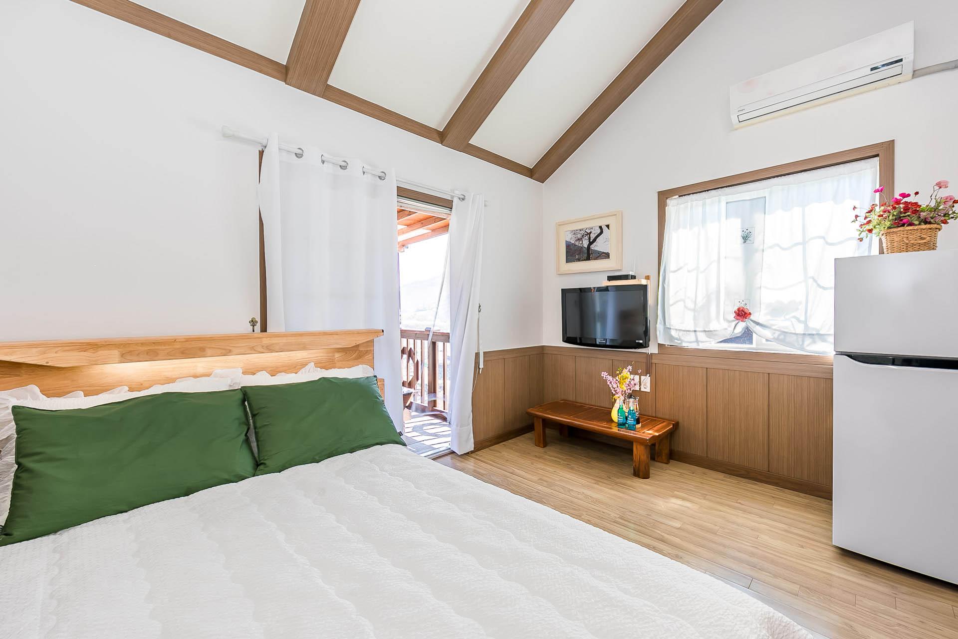 장미향기(2층,침대)